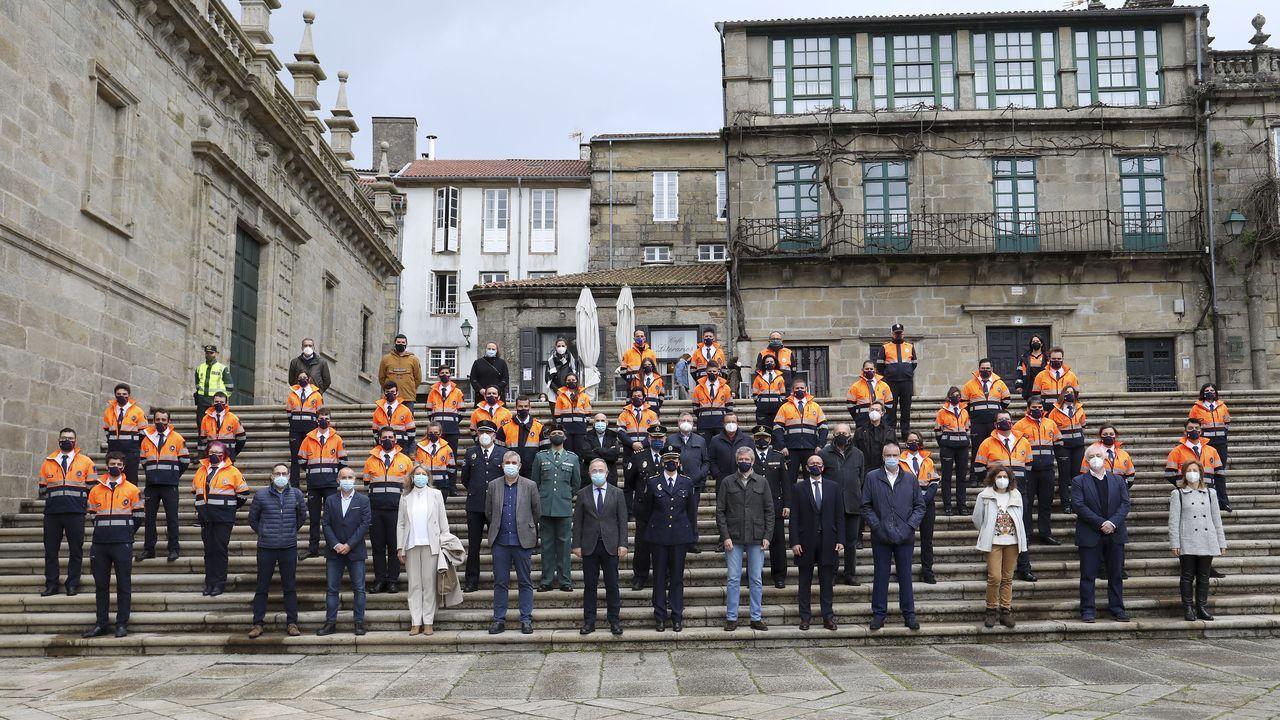 Al acto por el 25 aniversario acudieron, además del alcalde Bugallo y el vicepresidente Rueda, el director xeral de Emerxencias, Santiago Villanueva y miembros históricos de la agrupación