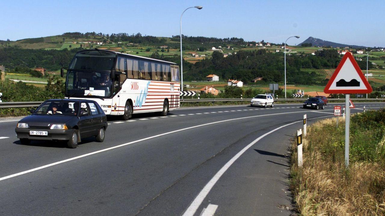 Un bache enorme en la N-540 a la altura de Calde, en el municipio de Lugo