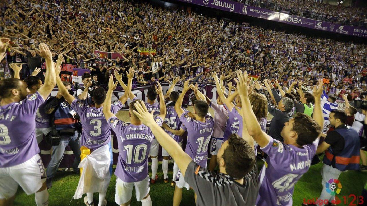 Anquela Almeria Real Oviedo Carlos Tartiere.El Valladolid celebrando el ascenso