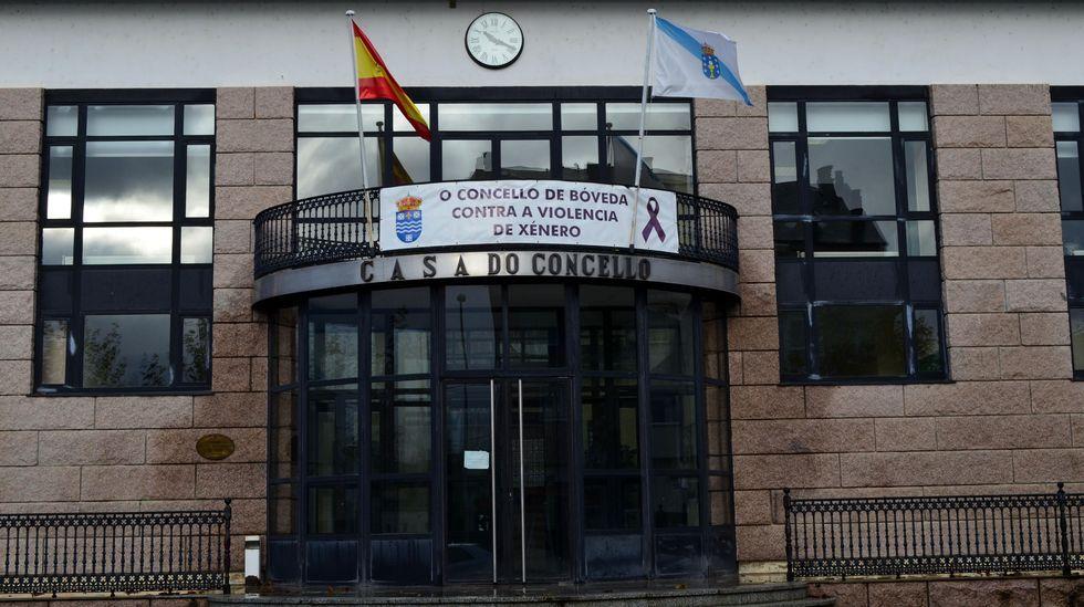 Pancarta contra la violencia de género colocada este 25 de noviembre en la casa consistorial de Bóveda