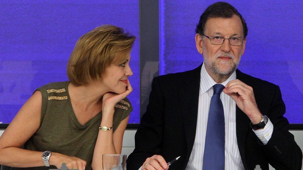 La Junta Electoral decide que Otegi no puede ser candidato.La nueva presidenta del Congreso, Ana Pastor, conversa con el portavoz del PNV, Aitor Esteban y el diputado Pedro Azpiazu