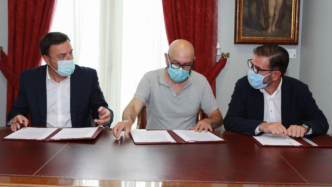 González Formoso, Hermida y Mato, en la firma del convenio