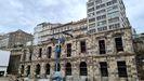 Las piedras de la antigua estación ferroviaria de Vigo se tiraron en Redondela y ahora se empotrado solo la fachada en el muro de Urzaiz.