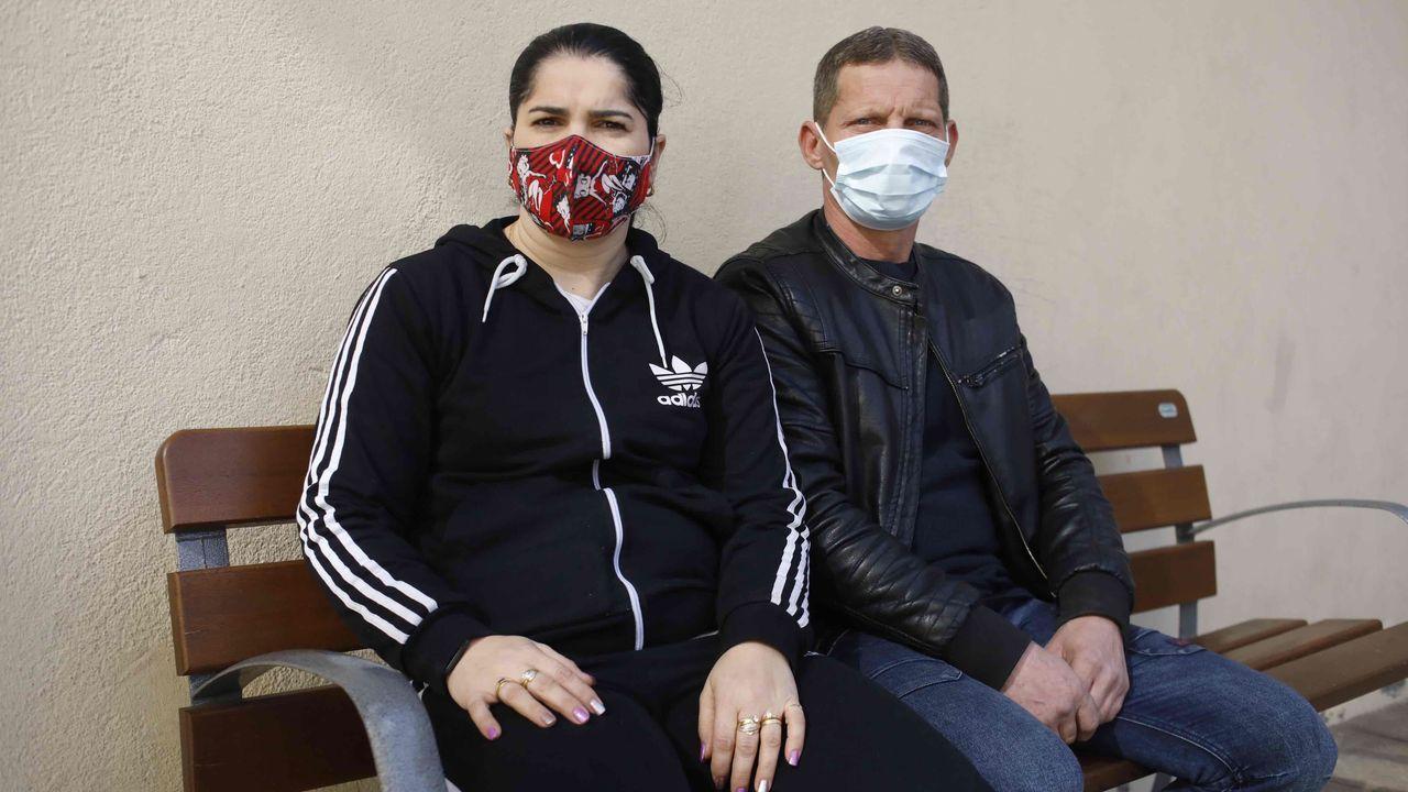 Un ejemplar de lobo.María Elena con su marido denuncian que no pueden ayudar a su hija, interna en el centro de menores de A Pobra do Brollón