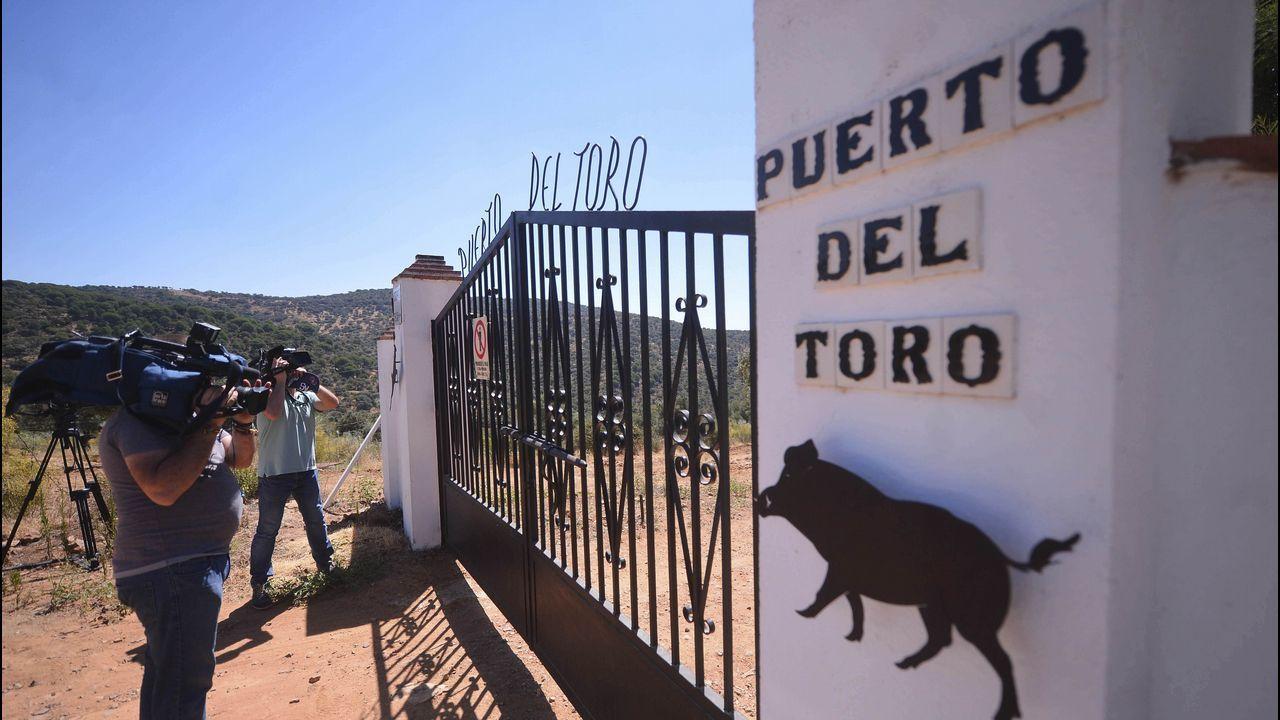 ESQUELETO E UN EDIFICIO SIN TERMINAR EN LOS MALLOS