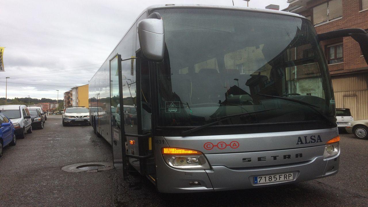 Galicia y Asturias abordan sus desafíos en el foro Encuentros en el Eo.El Alsa averiado tras realizarse el trasbordo de pasajeros