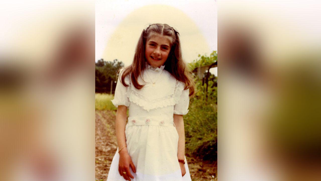 «En mi familia somos de pocas fotos». Eva nació y vive en Tui, desde donde dirige la asociación nacional. En la imagen, en su primera comunión