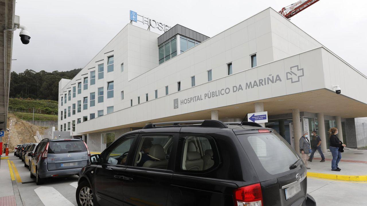 Feijoo comparece tras el comité clínico de expertos sanitarios.Los hospitalizados ascienden a 59, cinco de ellos en la uci del HULA. En la imagen, la entrada de urgencias