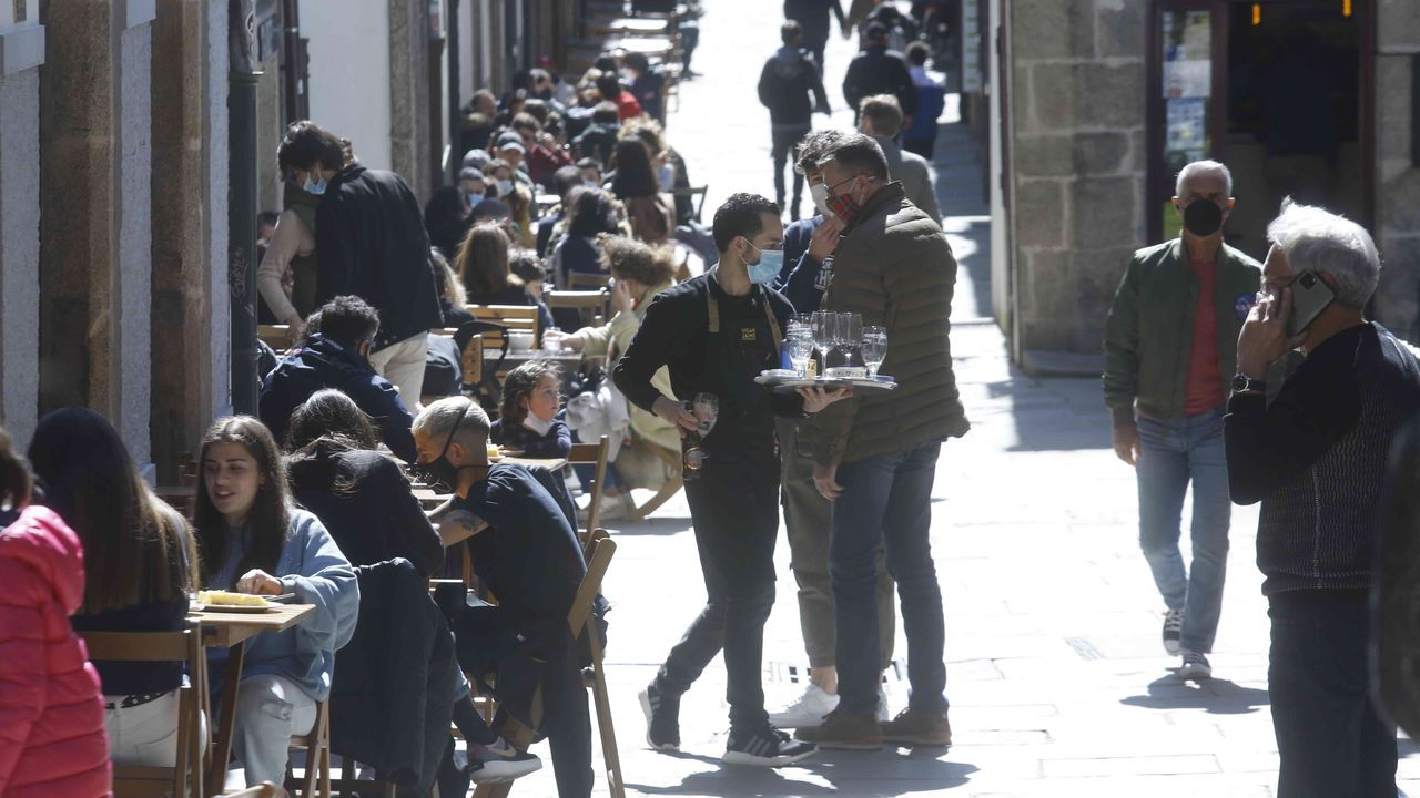 Los locales de las principales calles de Santiago estuvieron desbordados de clientes disfrutando del puente de San José