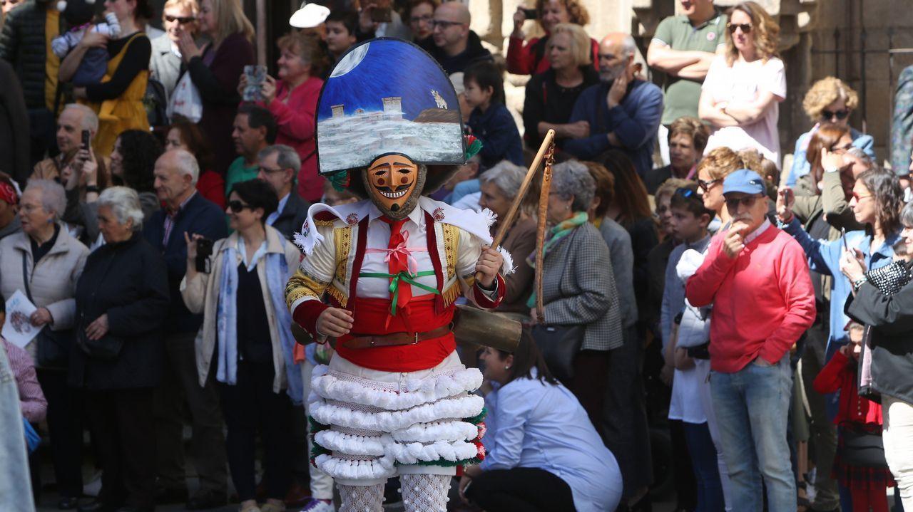 Festa dos Maios en Ourense.Airiños da Freba, en la imagen, en el templete de la Praza Maior, actuará en el Clavicémbalo