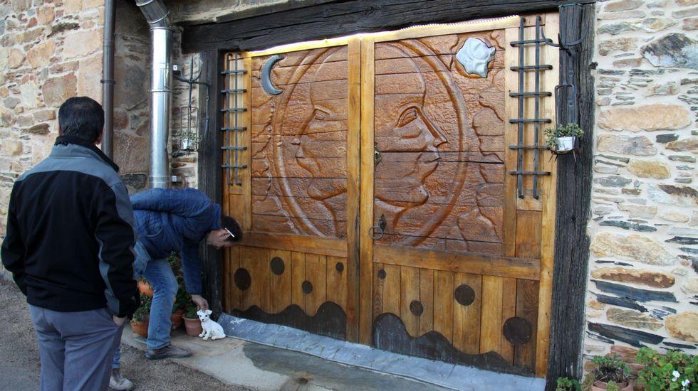Córgomo muestra el arte de Valdeorras.Hasta la puerta es arte en la sala CondeyTorino