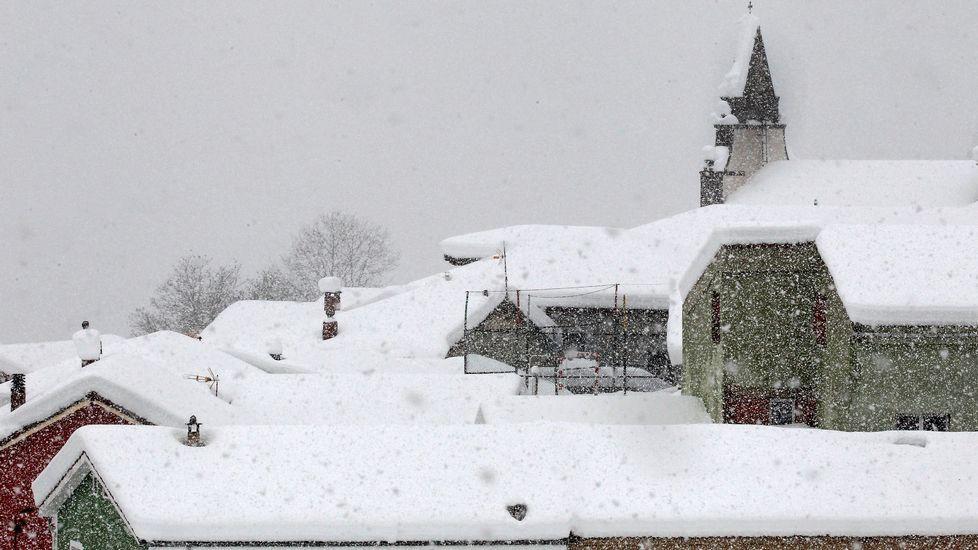 La nieve cubre Pajares