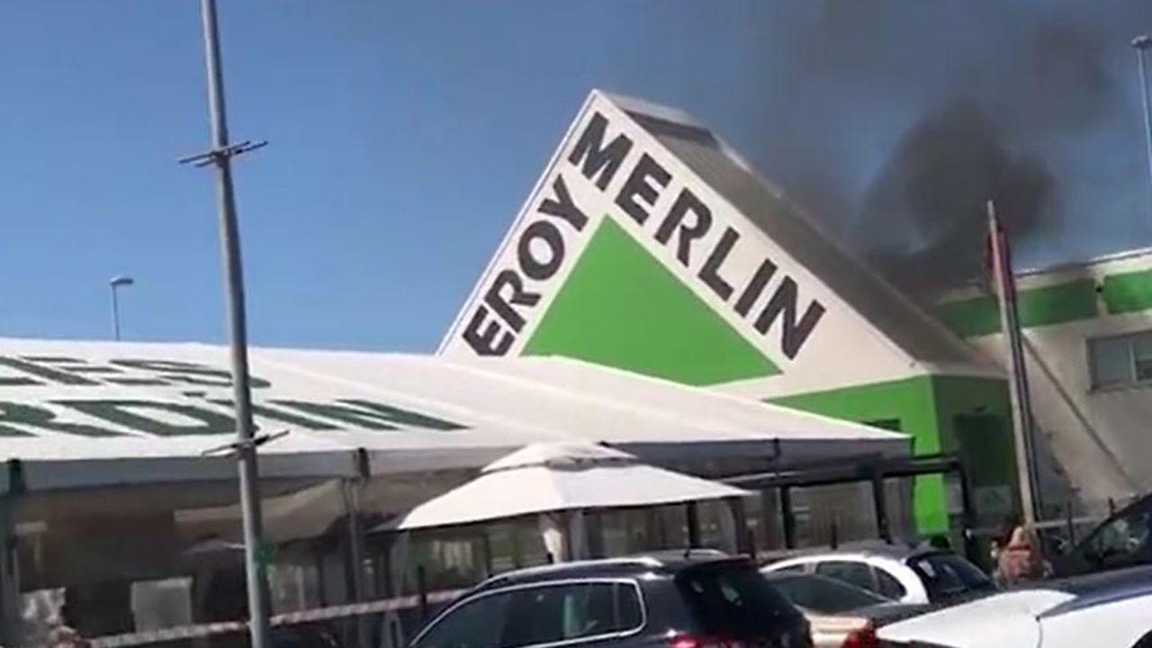 Un incendio en el Leroy Merlín de Llanera