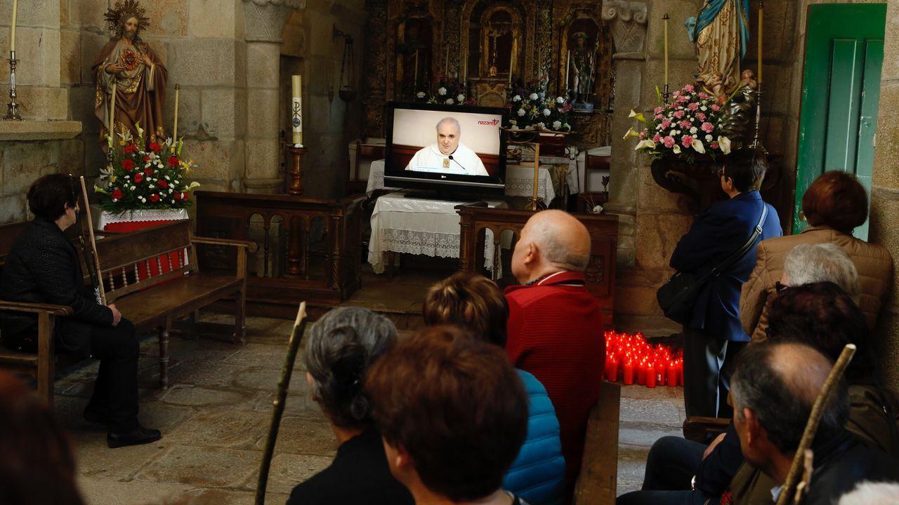 Misa envídeo en una parroquia de Negreira por el boicot del cura