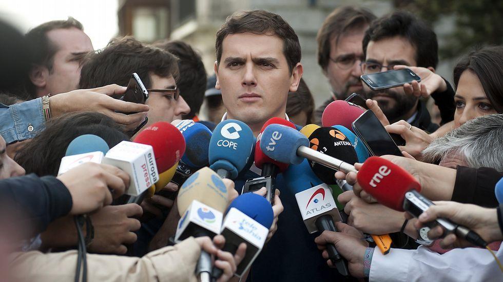Tensión en la salida de José Cortiñas de la Audiencia de Pontevedra.Concentración de la pasada semana a las puertas del Chuac.