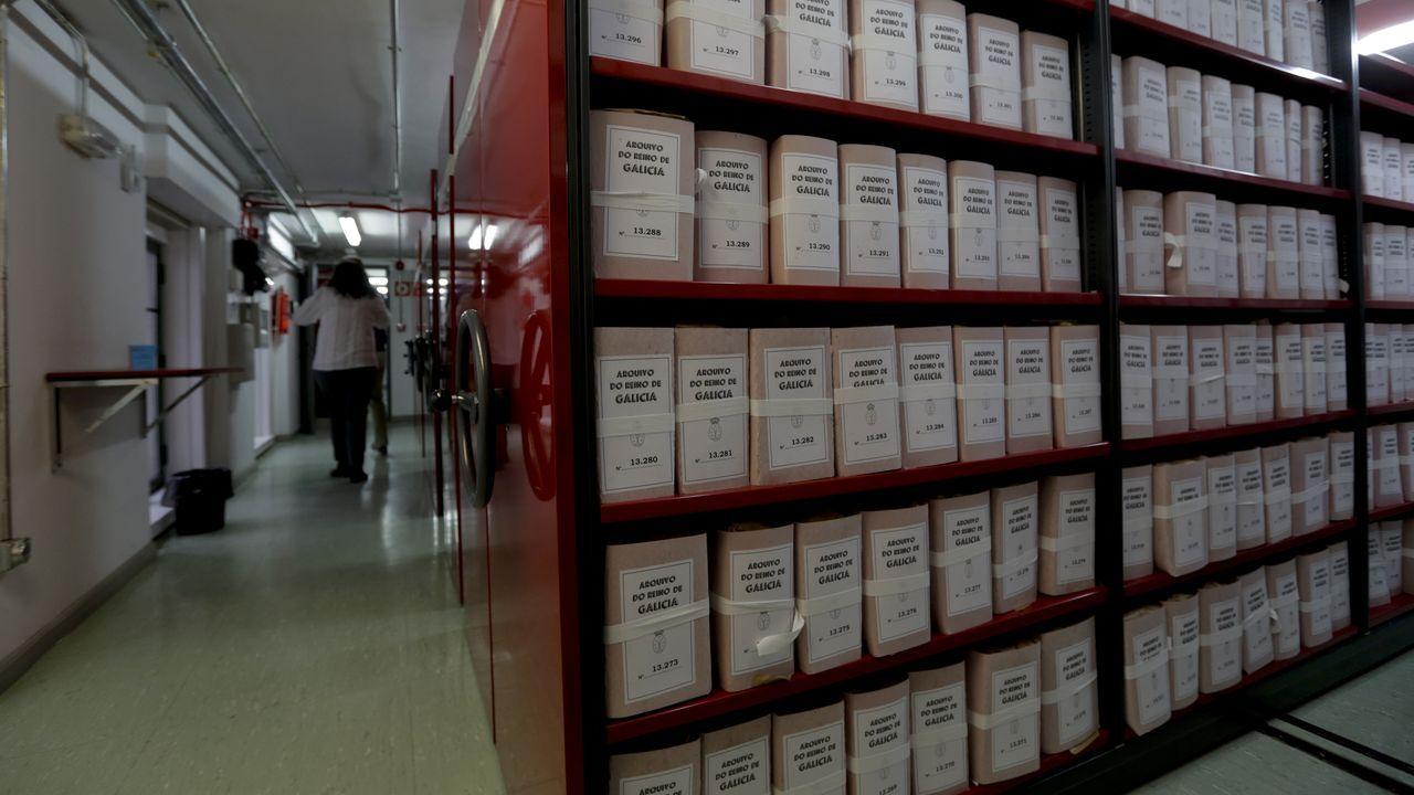Una de las salas de almacenaje de documentos en el Arquivo do Reino, en A Coruña