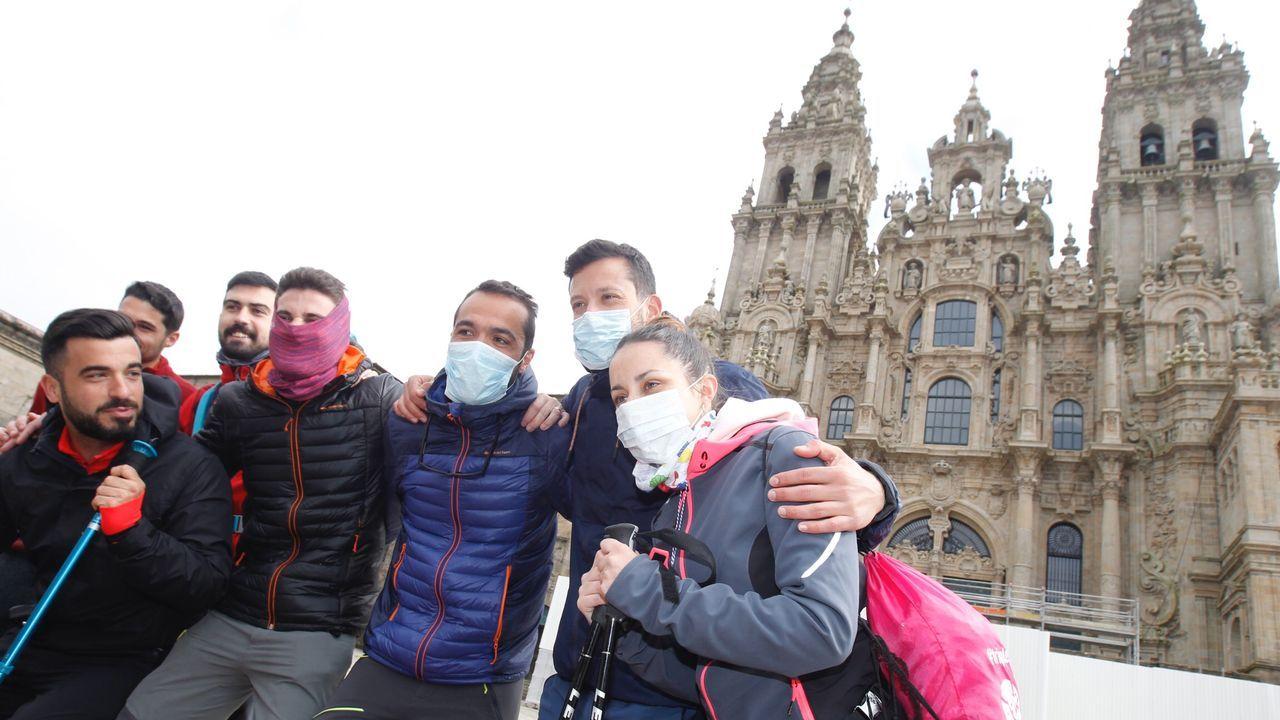 Peregrinos con mascarillas en el Obradoiro