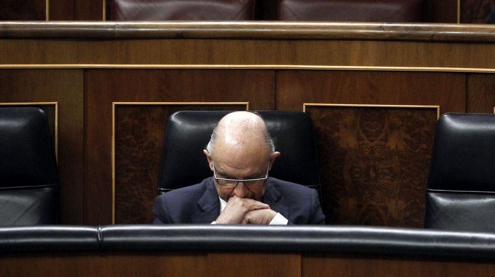 A Montoro le llueven las críticas por las subidas fiscales.