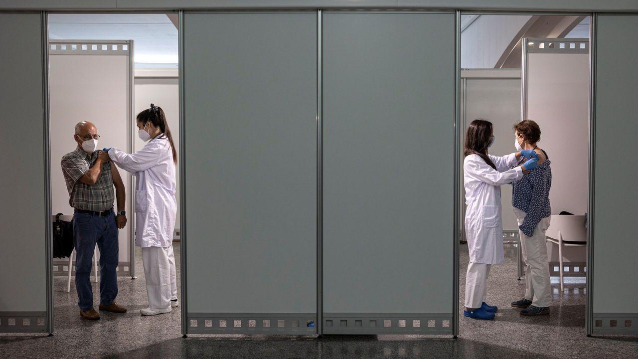 Centro de vacunación masiva instalado en la Ciudad de las Artes y las Ciencias de Valencia.