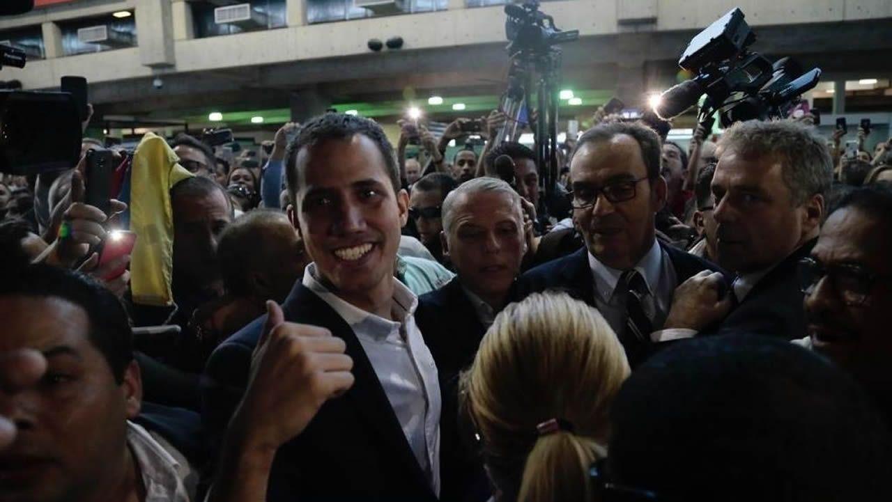 Venezuela se apaga.Juan Guaidó, a su llegada al Aeropuerto Internacional de Maiquetía Simón Bolívar