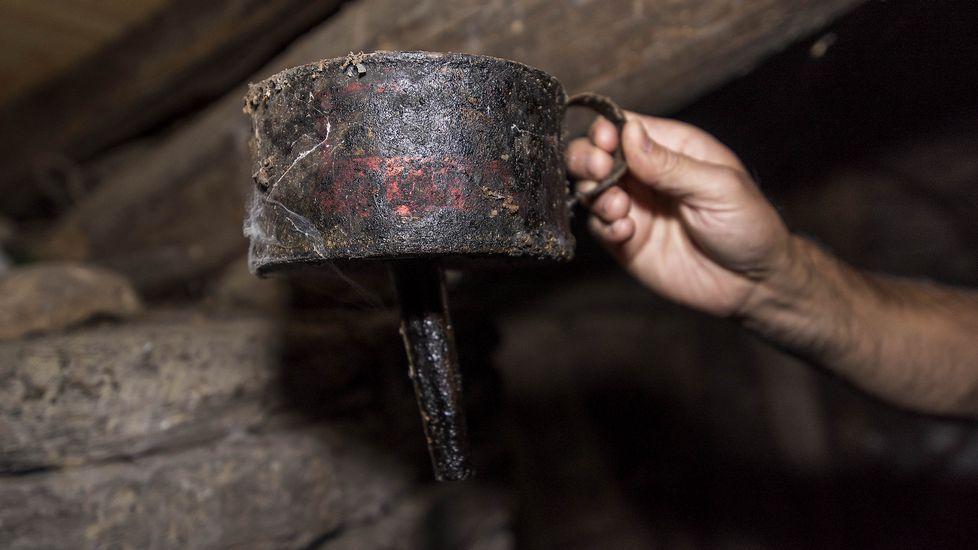 Un embudo utilizado en tiempos para recoger el aceite