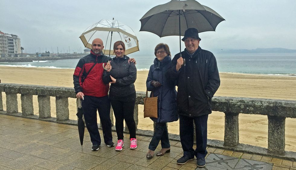 Carlos y Nuria, de Madrid, y María José Menéndez y Ramón Freijedo, de Asturias, ayer en Silgar.