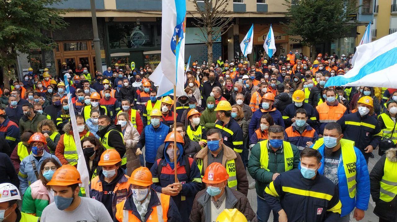 Imagen de la vista celebrada el miércoles en el TSXG: a la derecha, los abogados de Alcoa; a la izquierda, los de los sindicatos; de espaldas, los del Ministerio de Industria y la Xunta