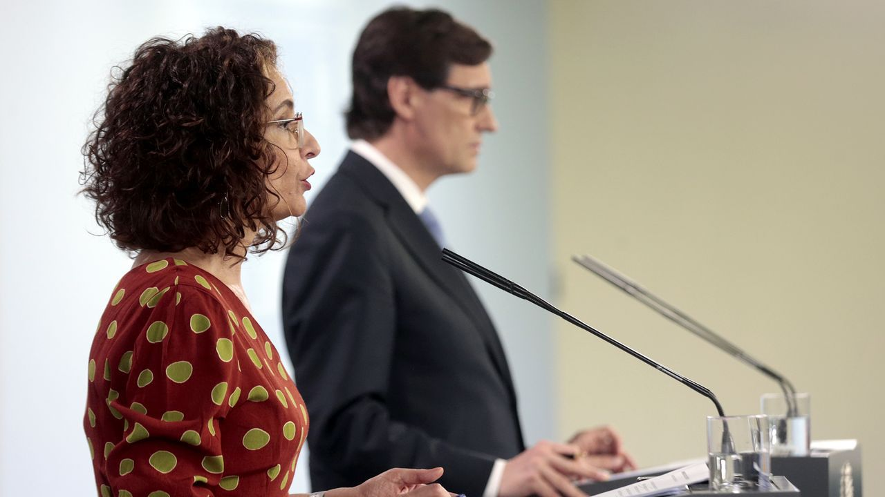 Comparecencia de la portavoz del Gobierno y del ministro de Sanidad.Colas ante la Cocina Económica de A Coruña
