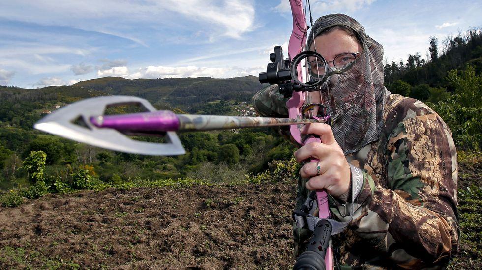 Cascadas que invitan a visitar el interior de O Salnés y Pontevedra.Marina Oliveira, cazadora con arco