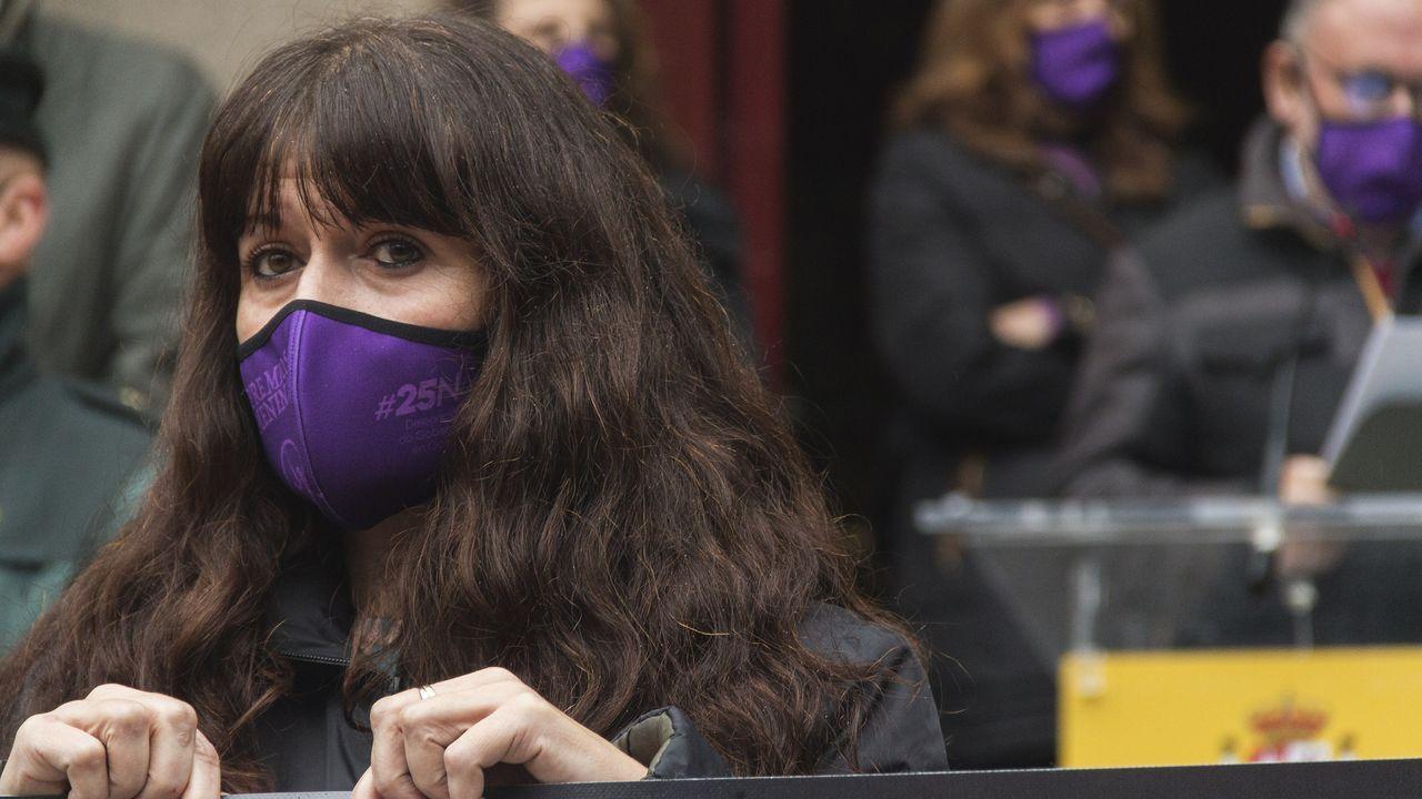 Ourense clama contra la violencia de género.Elvira Lama, alcaldesa de Xinzo de Limia
