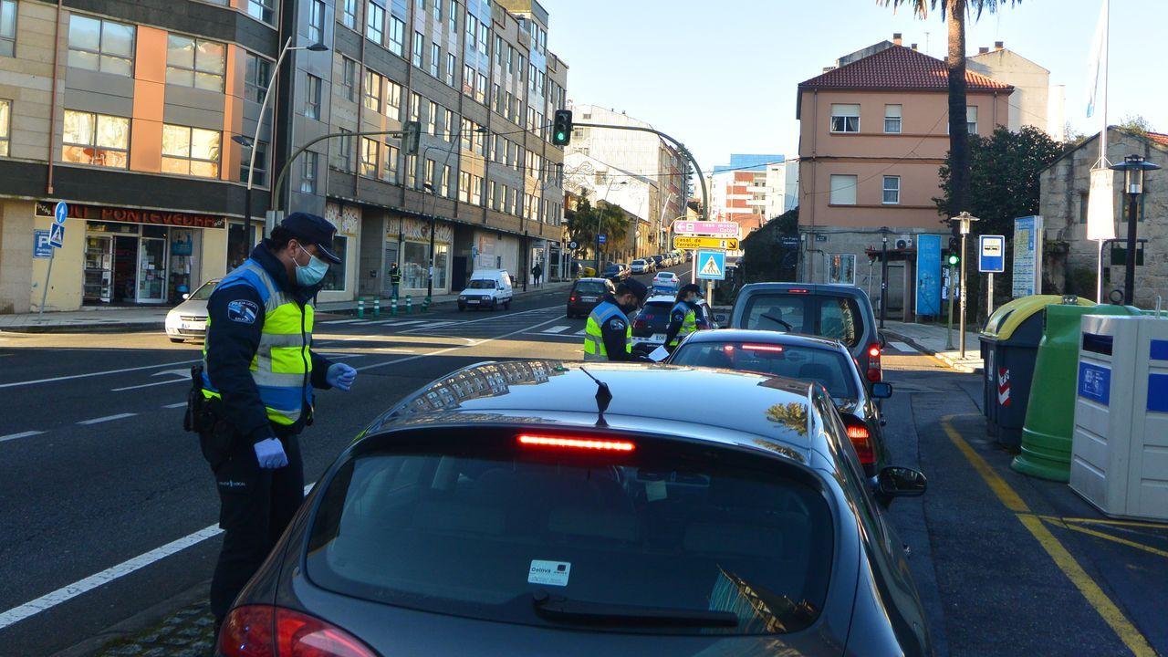 Así se está desarrollando el cribado de O Vao.El alcalde de Pontevedra. Miguel Anxo Fernández Lores (BNG), asiste a la reunión con otros regidores y el gerente del área sanitaria para analizar la evolución de la pandemia