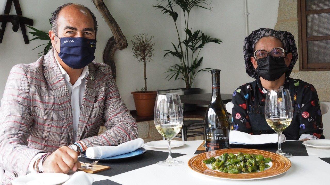 Cesáreo Pardal, presidente del Clúster de Galicia y Carmela González, cocinera y propietaria de Os Carrisos