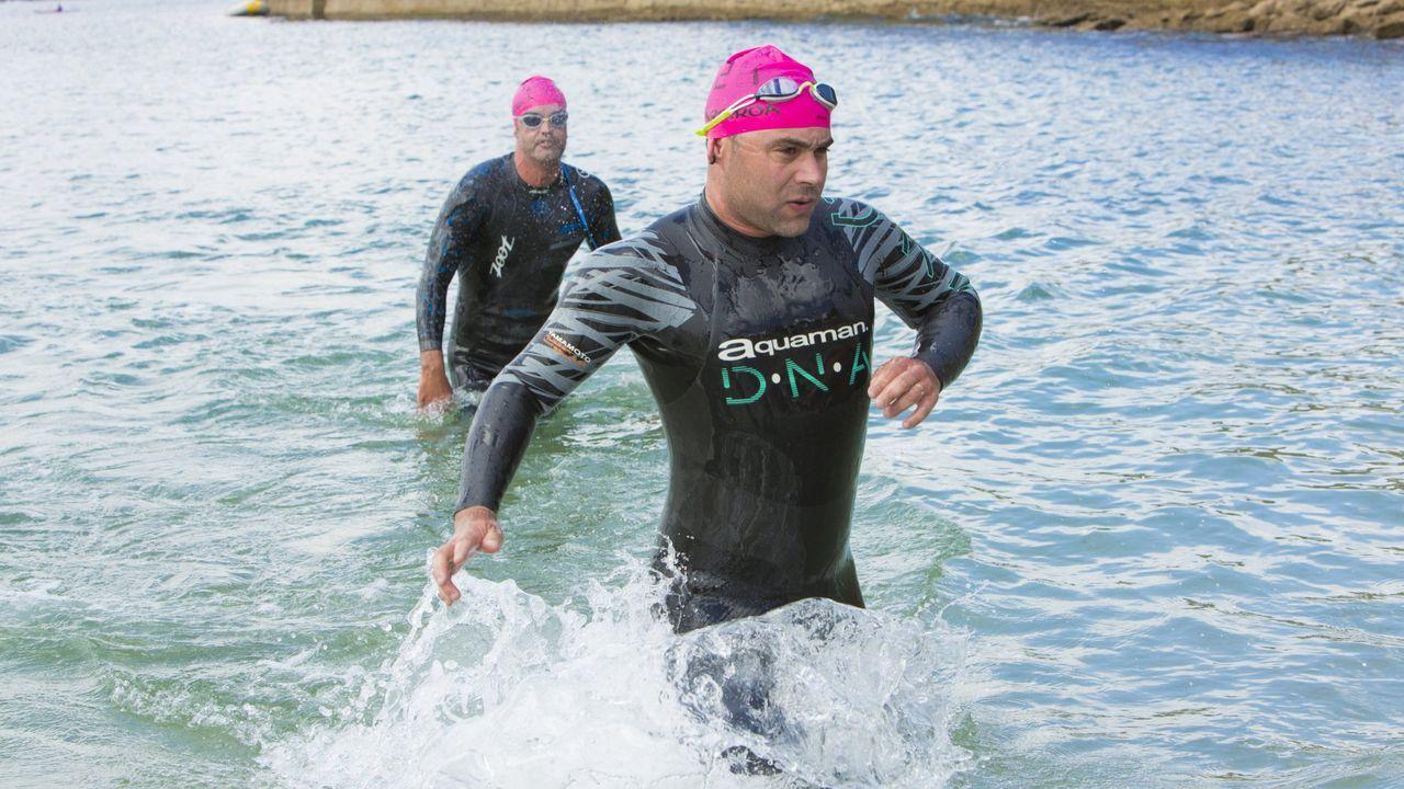 Espectacular travesía a nado en la playa de Balarés ¡Mira las imágenes!.Jugadores de División de Honor del bádminton Oviedo. archivo