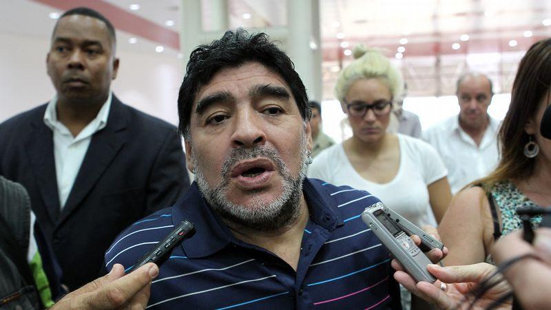 Maradona, portavoz de Fidel.Maradona acudió a Venezuela para la grabación de un programa de televisión y se convirtió en Trending TOpic en Argentina por su nuevo aspecto.