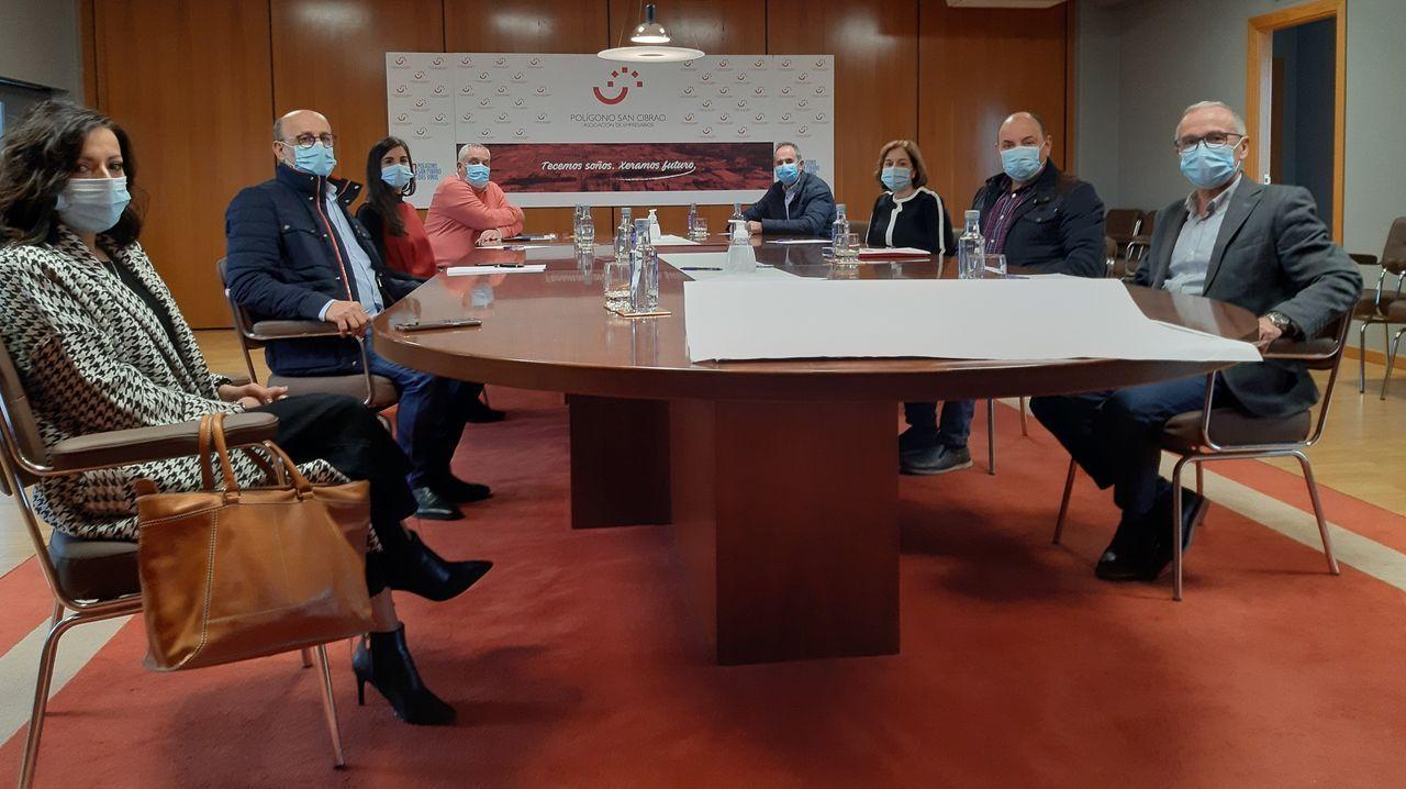 Reunión de representantes del PSOE con empresarios del polígono de San Cibrao