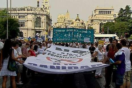 La mejor fiesta para empezar con buen pie el año.La marea blanca concluyó ayer en la Puerta de Alcalá.