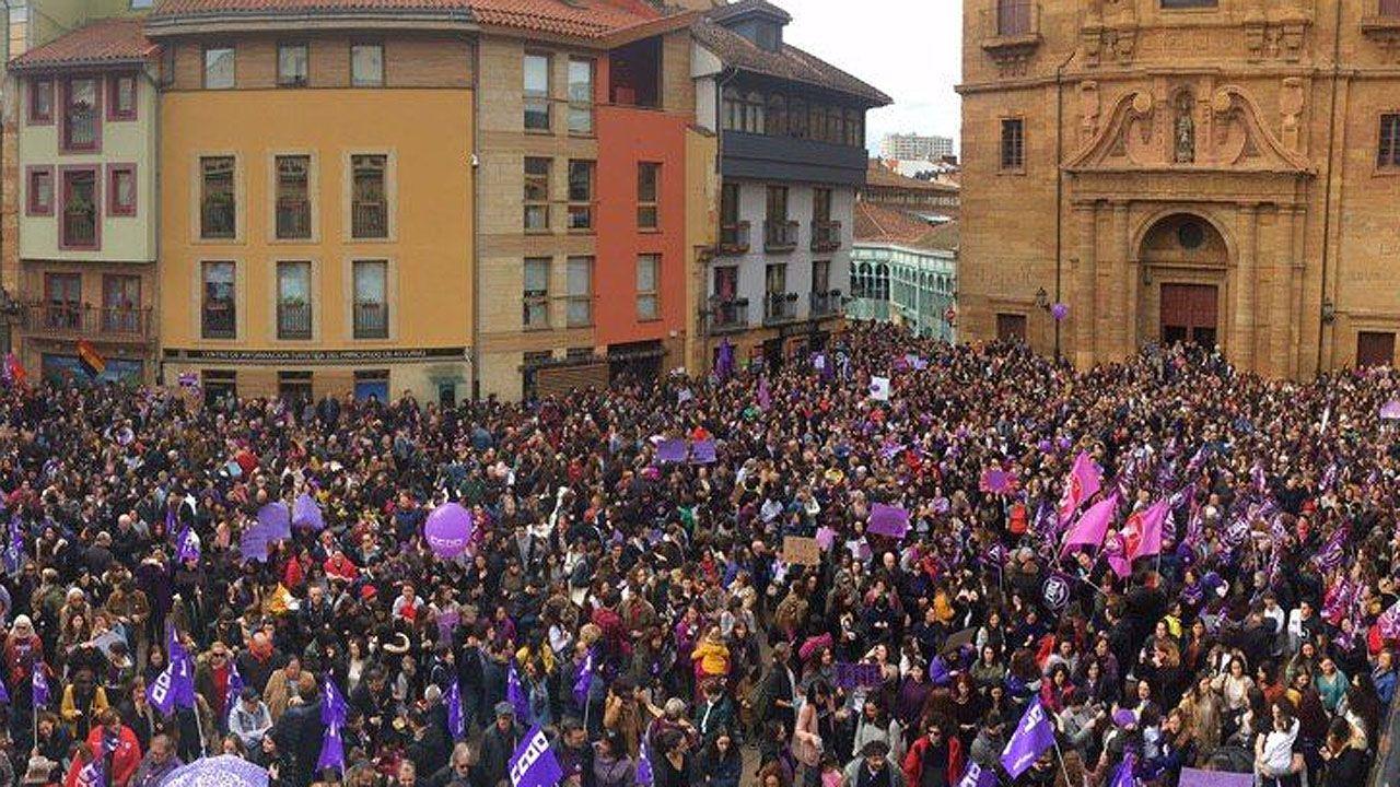 Las plazas asturianas, a reventar en el 8-M.Isabel Carrera, directora del máster de Igualdad de la Universidad de Oviedo