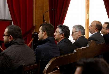 Los seis acusados insisten en que no se beneficiaron con la adjudicación de los paneles.