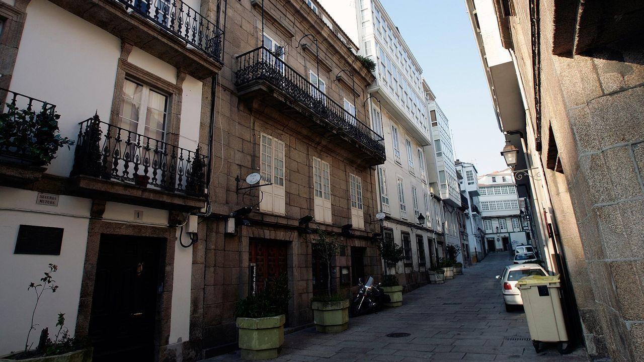 No centro da imaxe, a casa donde Rosalía e Murguía viviron cos seus fillos maiores entre 1871 e 1875. Aquí escribiu a poeta o verso das «viúvas de vivos e mortos» inspirada na marcha á emigración dos homes a bordo dos vapores que saían do Parrote