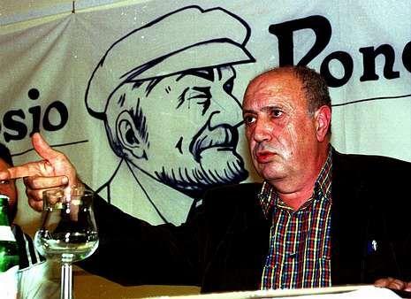 Xosé Fernández Ferreiro toma posesión como membro da RAG.Méndez Ferrín visitou O Couto en varias ocasións, como no ano 2000, cando participou no Simposio Pondaliano, que se celebrou na Casa dos Veciños.