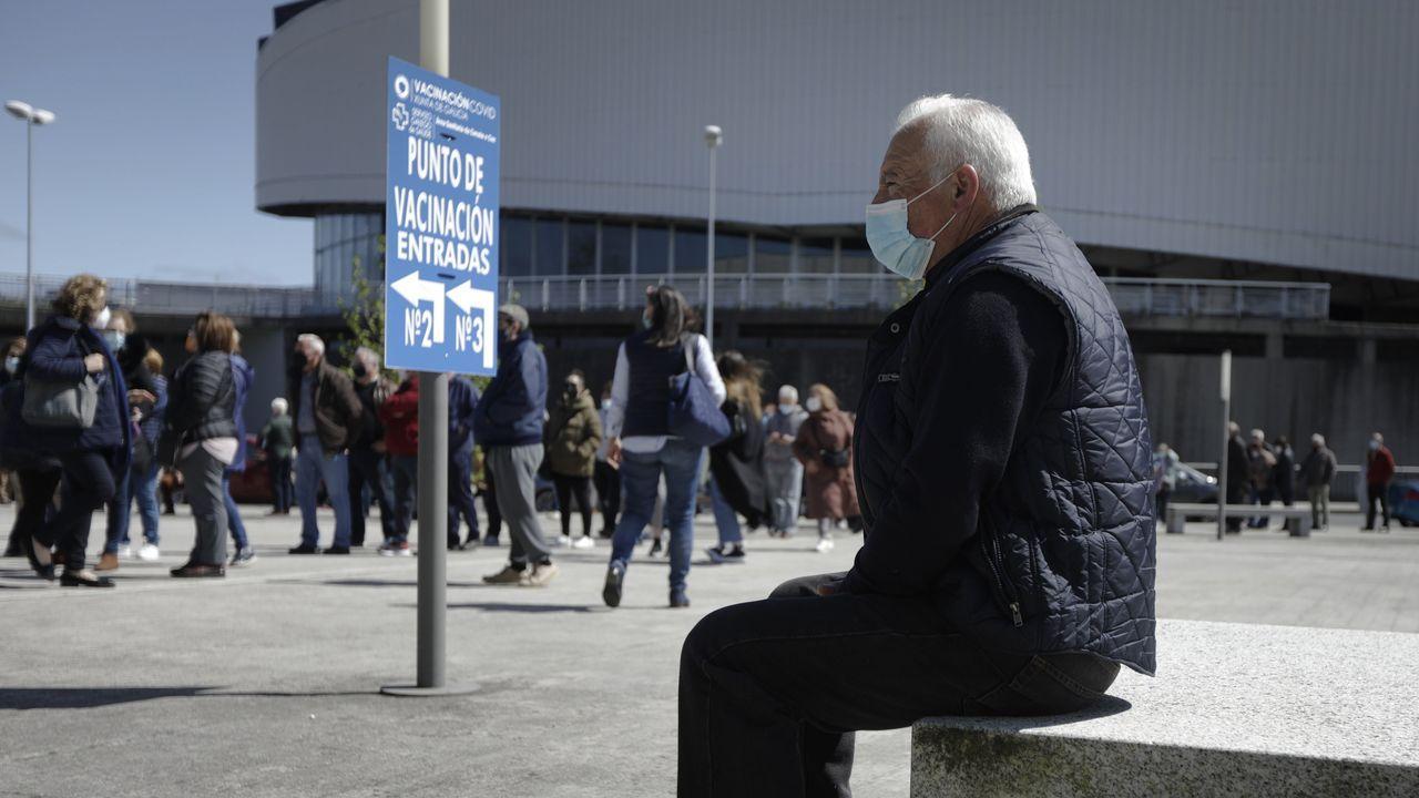 Comienzo de la vacunación masiva en Expocoruña frente al covid-19 para personas de 60 a 65 años de edad