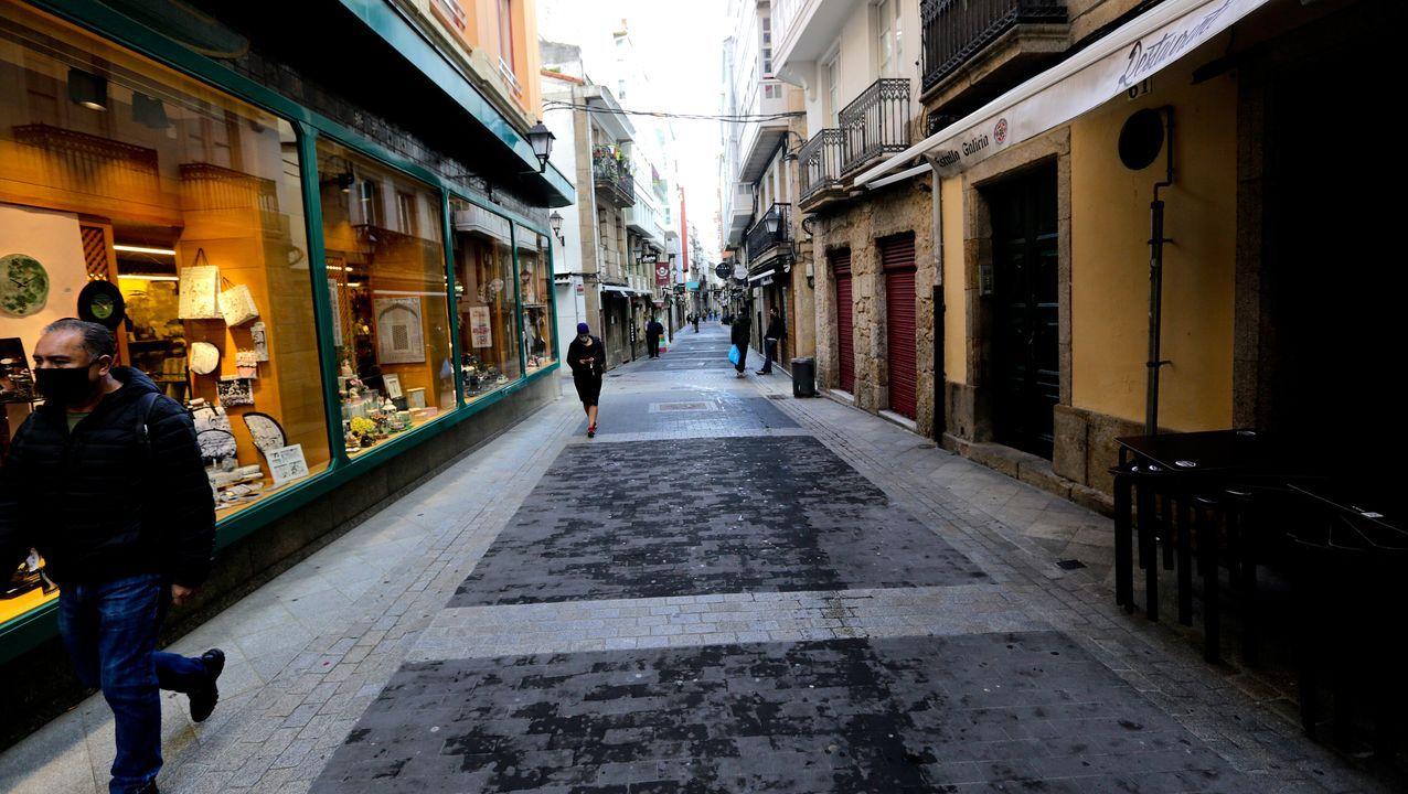 bares cerrados en la calle de la Franja