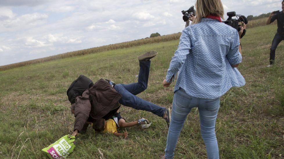 Así fue la zancadilla de Petra László.Crisis migratoria en el Mediterráneo