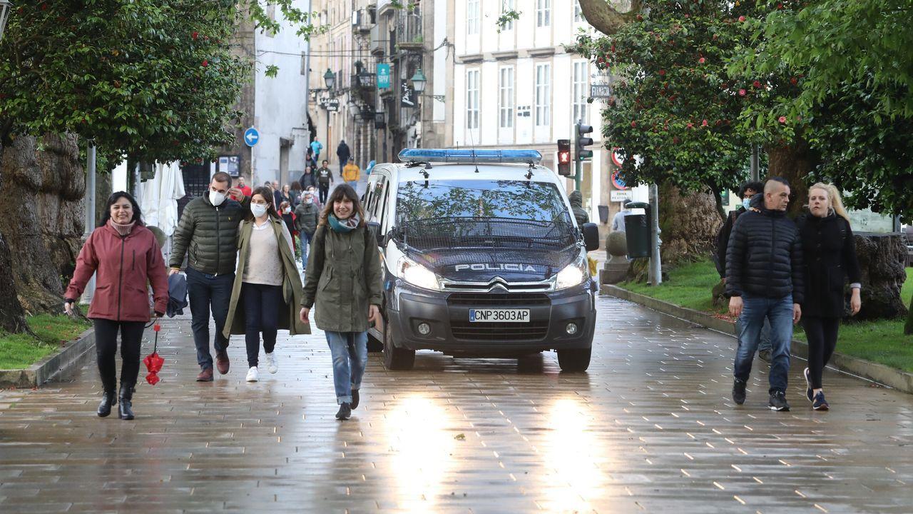 Gente paseando por la Alameda