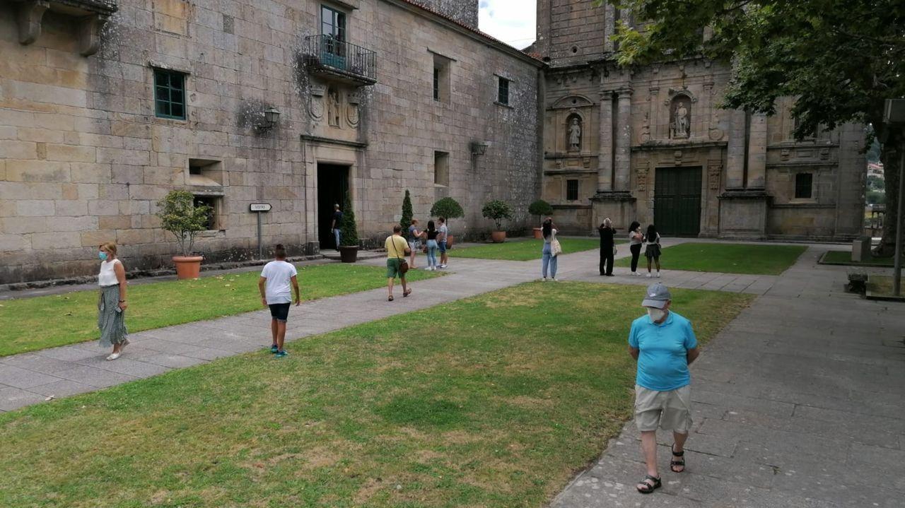Imágenes de la pandemia en el mundo 11/08.Turistas visitan el entorno del monasterio de Poio