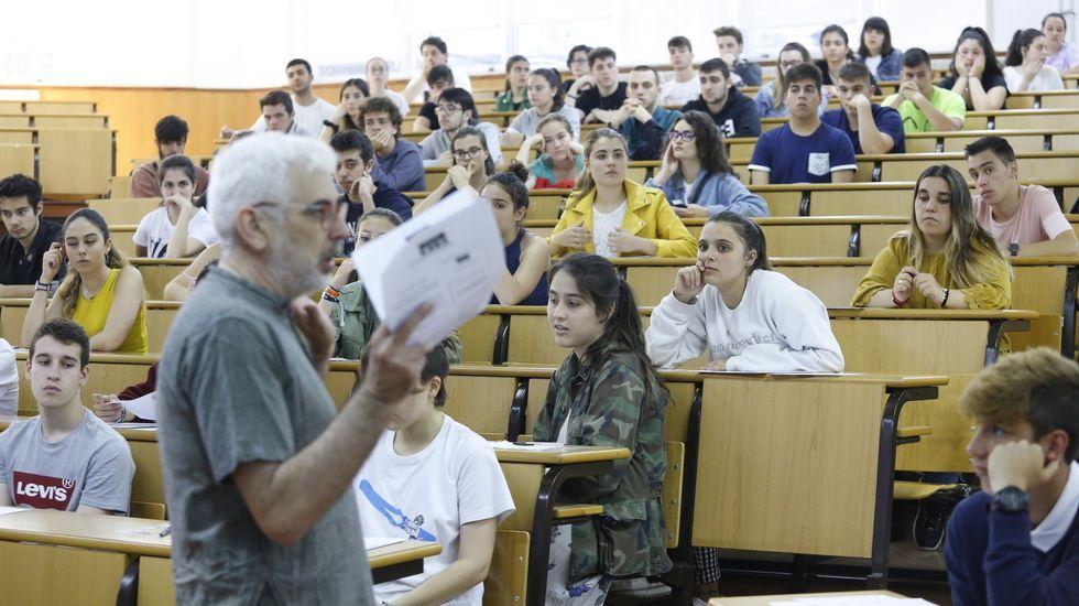 selectividad, pau.Alumnos realizan el examen de la EBAU, la actual selectividad, en un aula de la Universidad de Oviedo