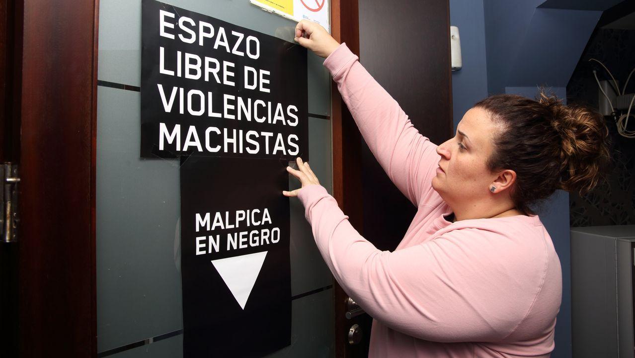 A Costa da Morte contra a violencia de xénero.Pepo Suevos abrió el viernes en el pub Leño el ciclo Ruada en Malpica