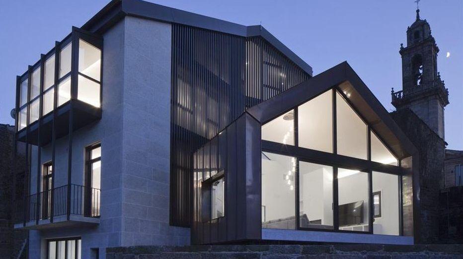 Arquitectura de premio en Ourense.Alojamiento en forma de carro zíngaro en el cámping Gaivota