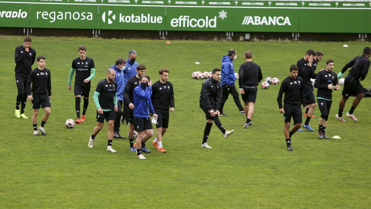 El Racing de Ferrol regresa a los entrenamientos.Los jugadores del Vetusta, antes de un encuentro