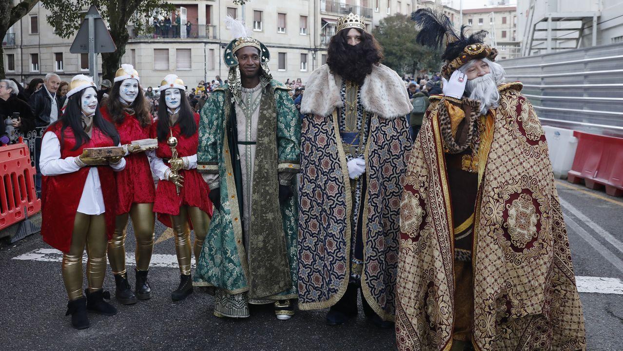 Los Reyes Magos llenaron de ilusión la provincia de Ourense.El IES As Lagoas de Ourense tiene club de lectura desde hace años